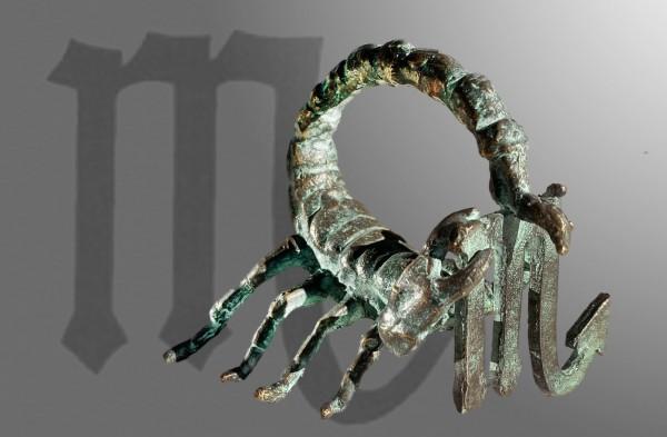 Skorpion Sternkreiszeichen Skulptur von E. Waehning