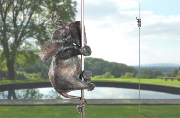 Elefant-an-Stange-Skulptur