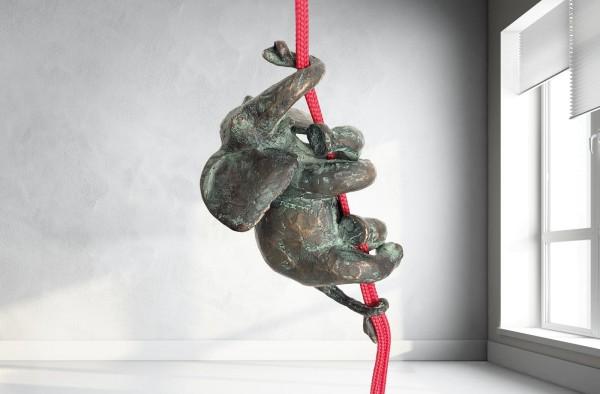 Elefanten-Skulptur-an-Seil