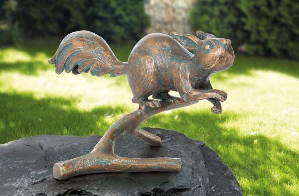 Eichhoernchen auf Zweig Bronze Skulptur