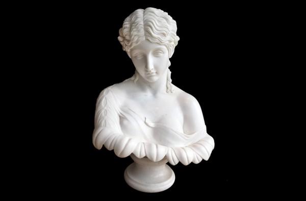 Frau im Sonnenblumenkelch Marmor Skulptur