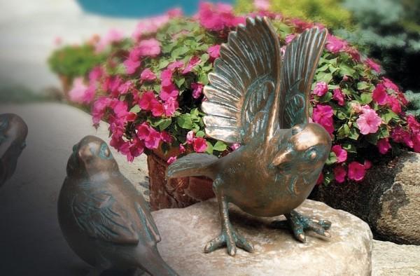 Landender Spatz Bronze Skulptur