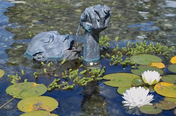 Der Trinker Bronze Teich Skulptur D. Fairweather