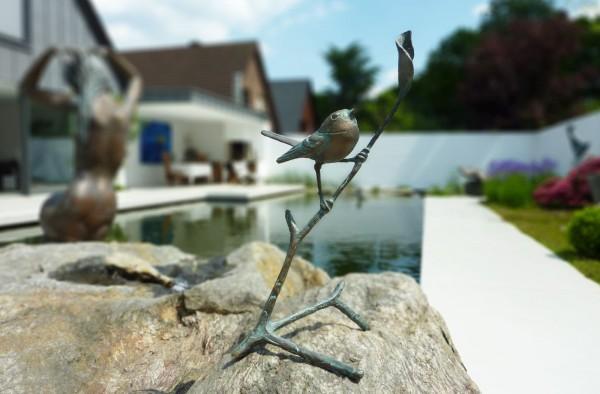 Zaunkoenig auf Ast Bronze Skulptur