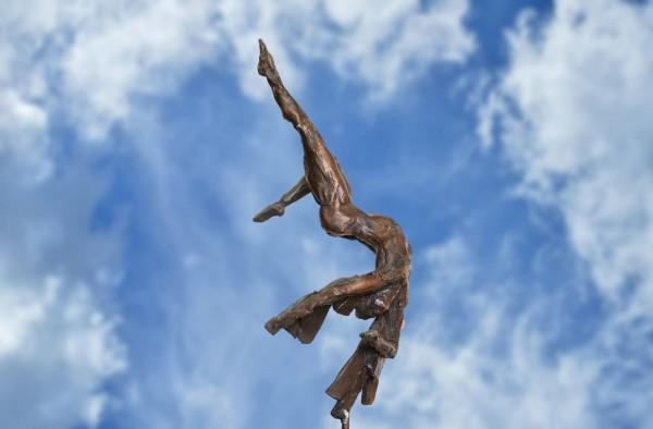 Ikarus der Fall Bronze Skulptur R. Zweypfenning