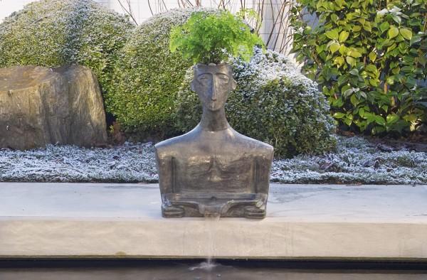 Der Kykladische Mann, Bronze-Wasserspeier von Dennis Fairweather.