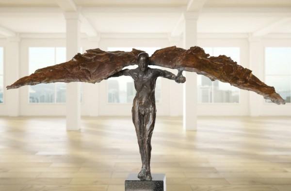 Ikarus vor dem Sprung Bronze Skulptur R. Zweypfenning